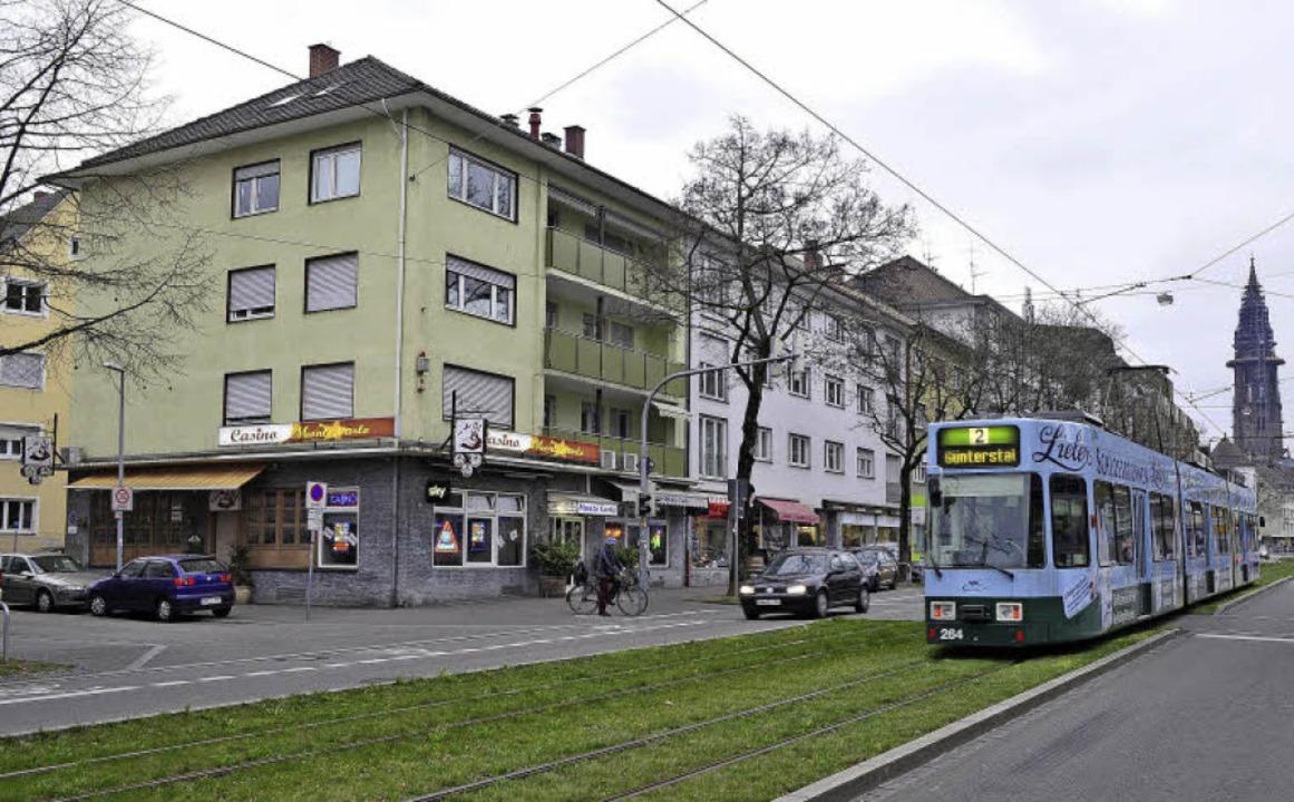 An der Adresse befinden sich heute ein... Und die Straßenbahn fährt immer noch.    Foto: Thomas Kunz