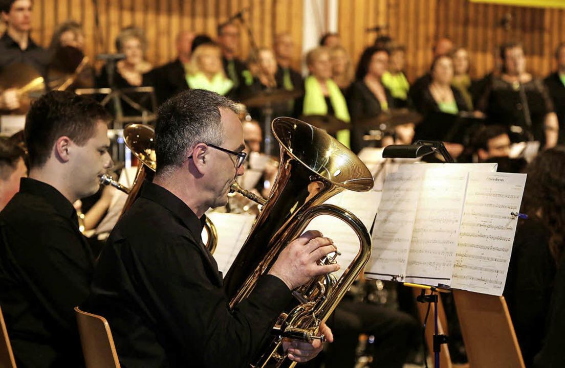 Eindrucksvoll war das gemeinsame Konzert von Musikkapelle und Chor Intermezzo.   | Foto: Decoux-Kone