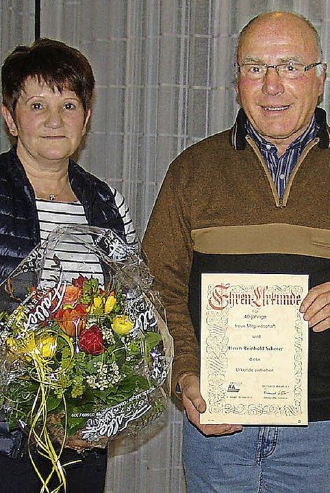 Geehrt für 40jährige Mitgliedschaft: Annette Löffler, Reinhold Scherer  | Foto: Heinrich Fehrenbach