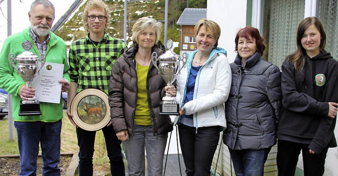 Die Gewinner (von links): Bernhard Thi...mann vom Skiclub Langenordnach Damen.     Foto: Eva Korinth