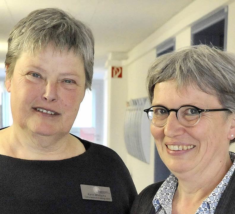 Die Sozialberaterinnen Karin Wielpütz und Erika Bächle (rechts)  | Foto: m. bamberger