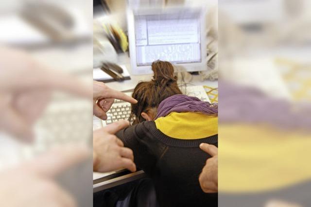Weniger Mobbing am Arbeitsplatz, dafür mehr im Internet