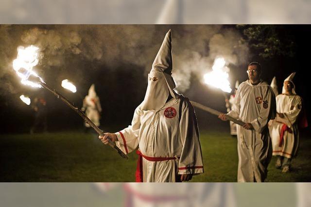 Polizisten im Ku-Klux-Klan?