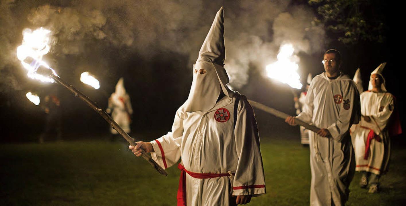 Der Ku-Klux-Klan ist eigentlich in den...– dort entstand auch unser Bild.    Foto: dpa