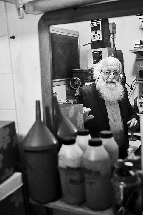 Der 92 Jahre alte Adolfo  Kaminsky in ...rund für Verfolgte Papiere  gefälscht.  | Foto: Rafael Zubler
