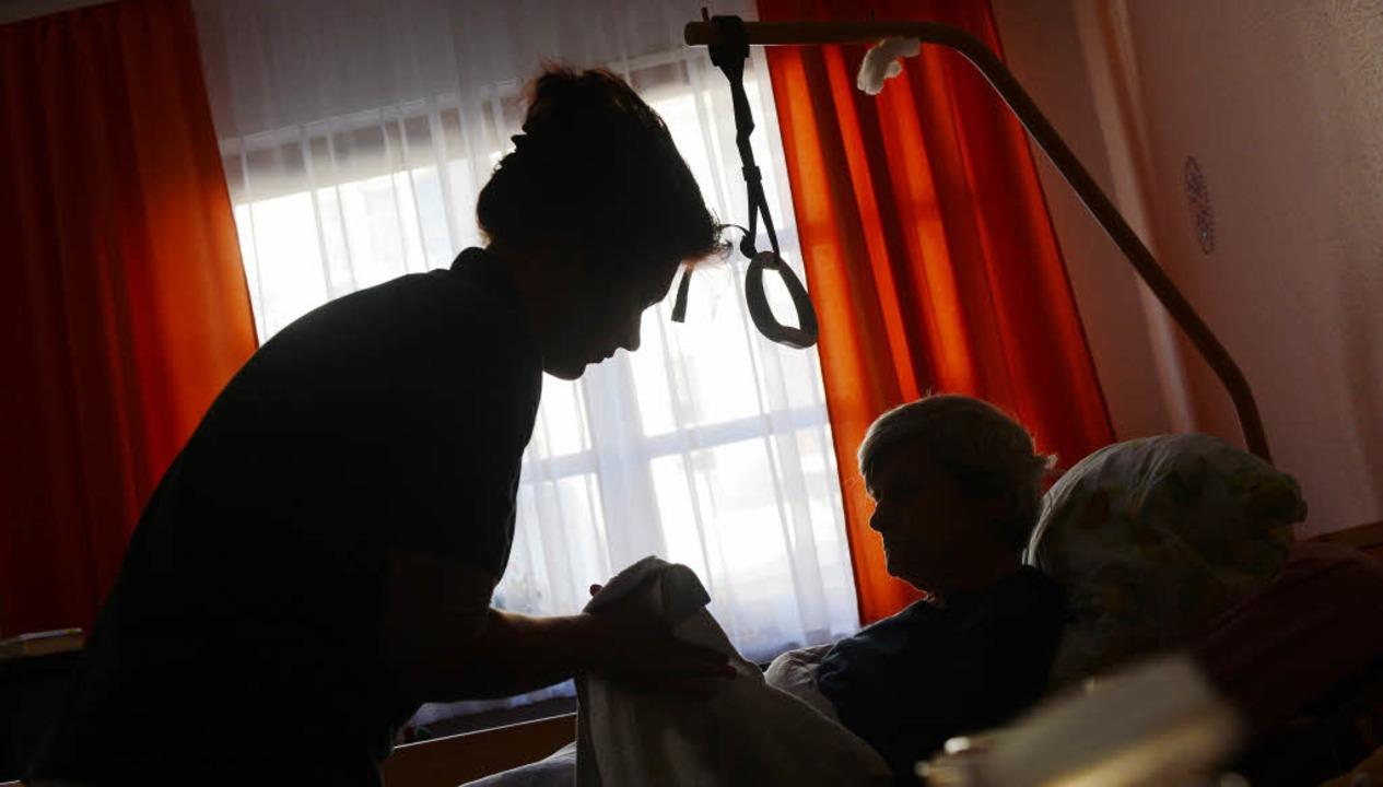 Pflege in den eigenen vier Wänden ist ...ilfe aus Osteuropa kaum  vorstellbar.   | Foto: dpa