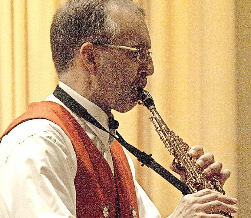 Die Trachtenkapelle Todtmoos gab vor g...em mit seinen Saxophonsoli bereicherte  | Foto: Karin Stöckl-Steinebrunner