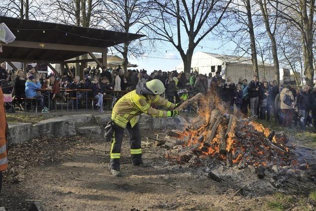 Dank großzügiger Sponsoren konnte das Osterfeuer auf dem Rebberg stattfinden