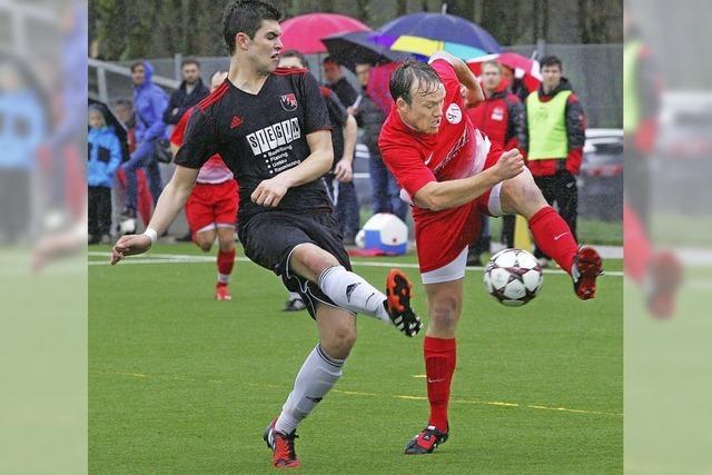 René Wagner vom FC Hausen lässt es vier Mal krachen