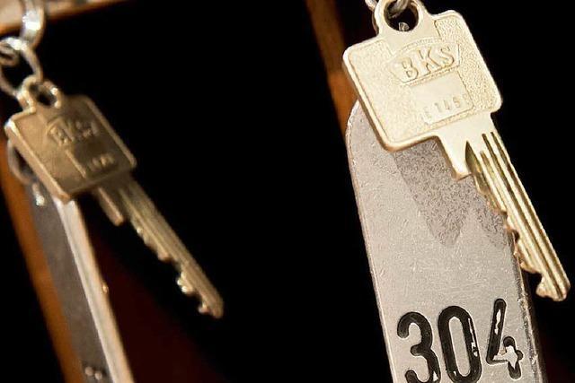 Hotelier erteilt NPD-Abgeordnetem Hausverbot und wird verklagt