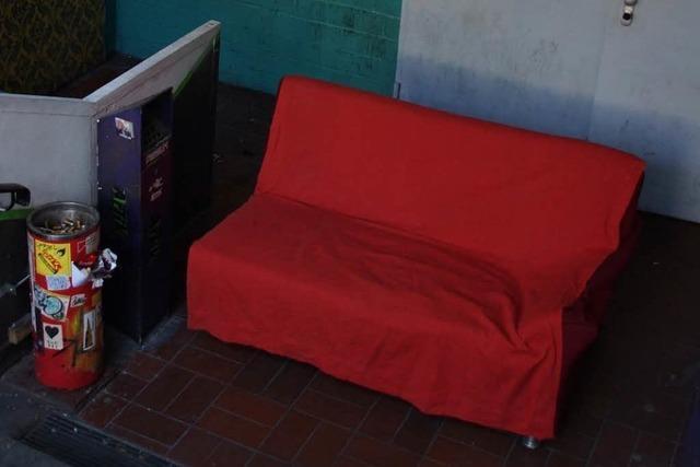 16-Jähriger versucht ein Sofa zu klauen – und wird auf frischer Tat ertappt