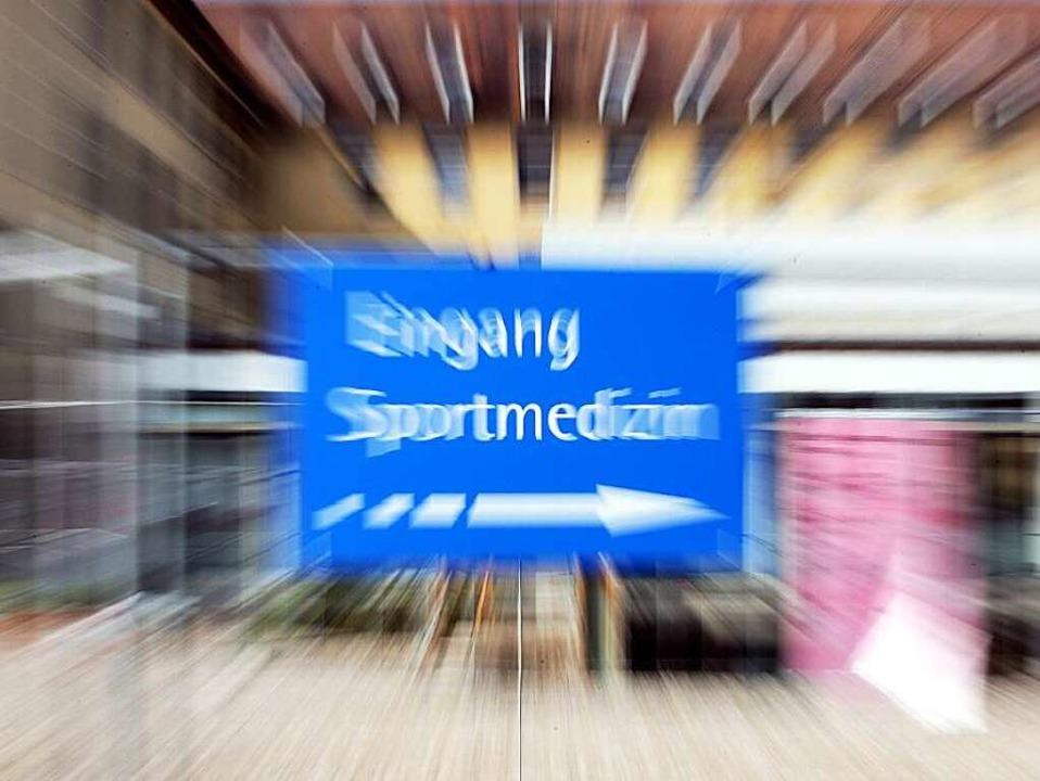 Akten und Dokumente schärfen den Blick...r Sportmedizin auf die Spur zu kommen.  | Foto: dpa