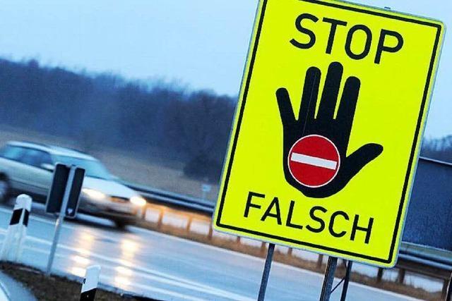 19-jähriger Lkw-Fahrer stoppt Falschfahrerin auf der Autobahn