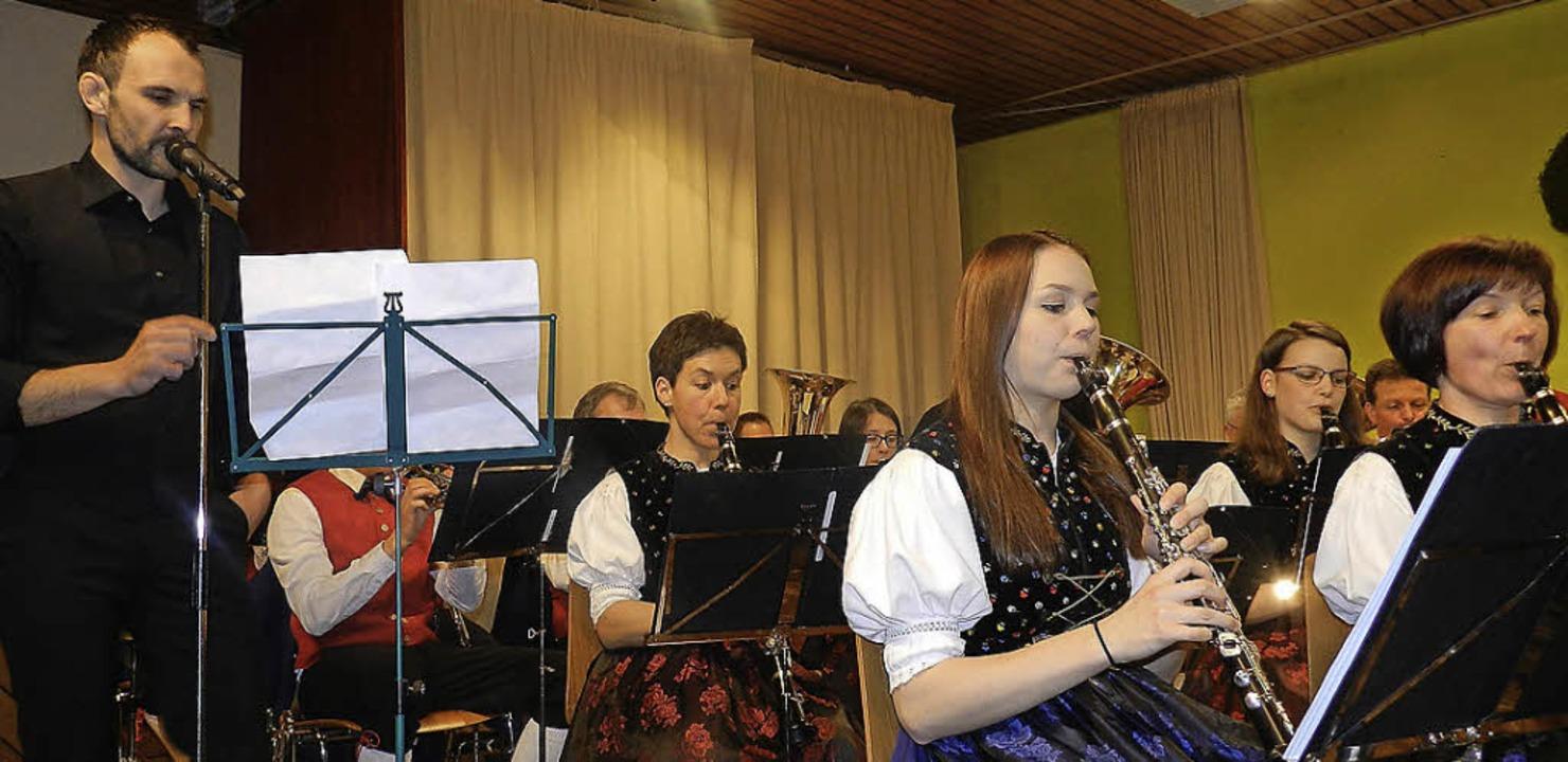 Gesangssolist Heiko Schöne  mit der Tr...mms am Jahreskonzert am Ostersonntag.   | Foto: Gerhard Wiezel