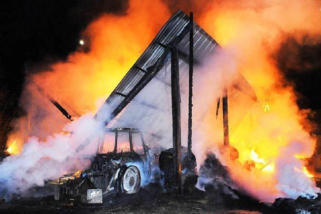 Scheune geht in Flammen auf – 150.000 Euro Schaden