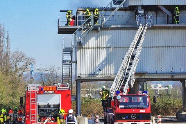 Feuerwehren löschen Brand