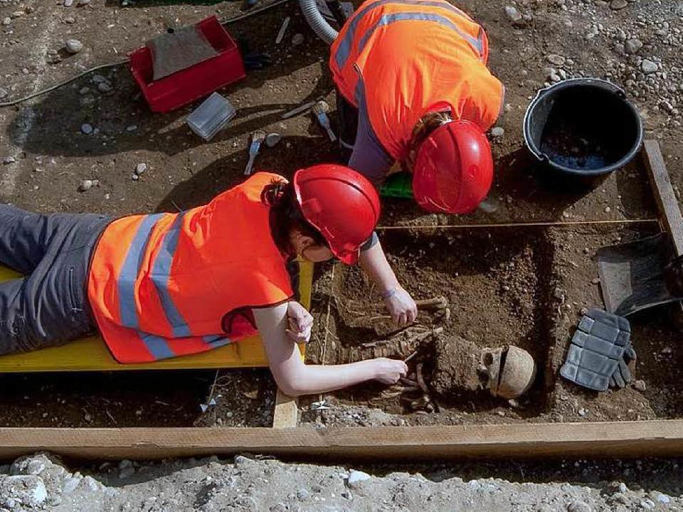 Archäologen bei der Arbeit im St. Johanns-Park.    Foto: ZVG