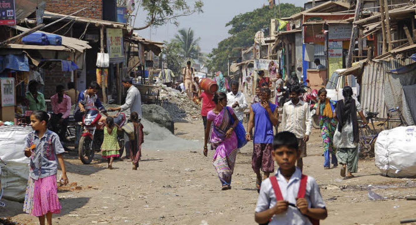 Eine Stadt in der Stadt: Im Slum Malwa...mit nur wenig Trinkwasserzapfstellen.   | Foto: Andrea Steinhart