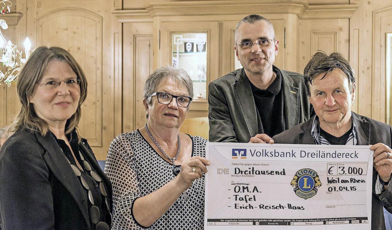 3000 Euro für drei soziale Initiativen...tter in der Arbeitswelt (von links).    | Foto: Privat
