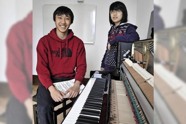 Die UWC-Schüler Yichao Cheng und Sheung Lee fühlen sich als Chinesen einer neuen Generation