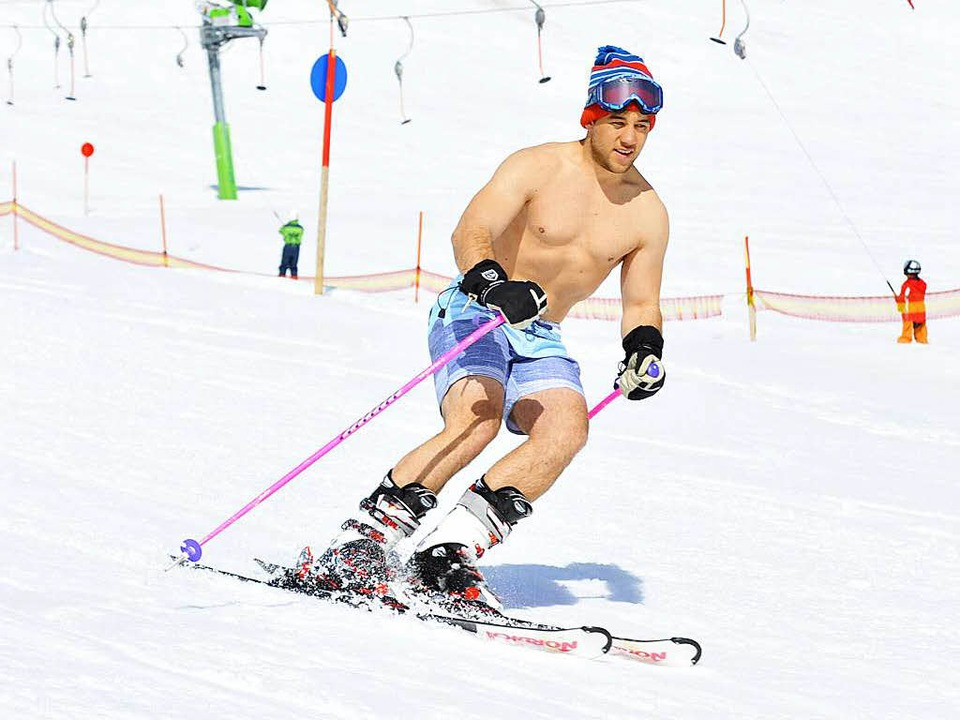 Bei 15 Grad kann man auf dem Feldberg auch in Badehose prima Ski fahren...  | Foto: Michael Bamberger