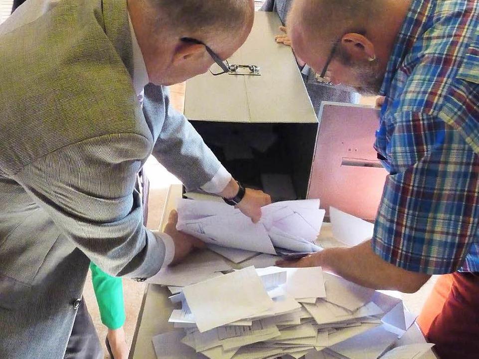Auszählung: 969 von 1932 Wahlberechtigten gaben ihre Stimme ab.    Foto: Dirk Sattelberger