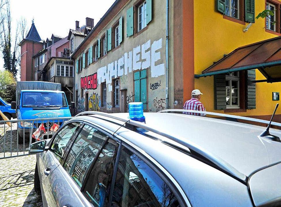 Am Montag untersuchten Brandermittler den Tatort.    Foto: Michael Bamberger
