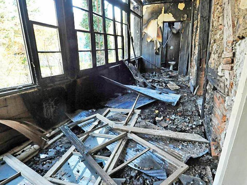 Feuer und Löschwasser haben ihre Spuren am Gebäude hinterlassen.    Foto: Michael Bamberger