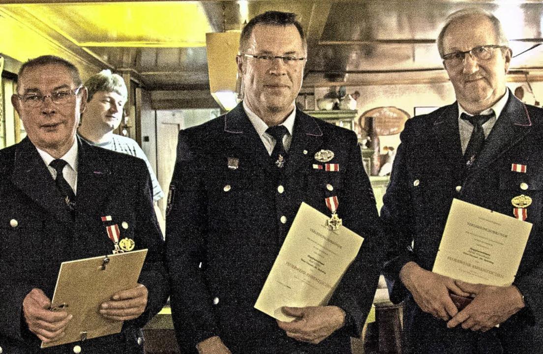Seit 40 Jahren in der Feuerwehr: Paul ... und Alfred Winterhalder (von links).   | Foto: Martin Hannig