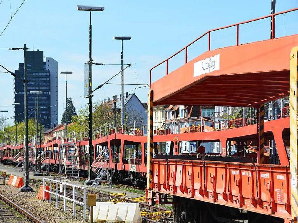 Ein Autozug auf dem Lörracher Güterbah...wird bald der Vergangenheit angehören.  | Foto: Ehrentreich