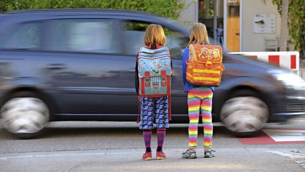 Über einen späteren Schulbeginn lohne ...ssenschaftler Sakari Lemola (rechts).   | Foto: dpa/tor