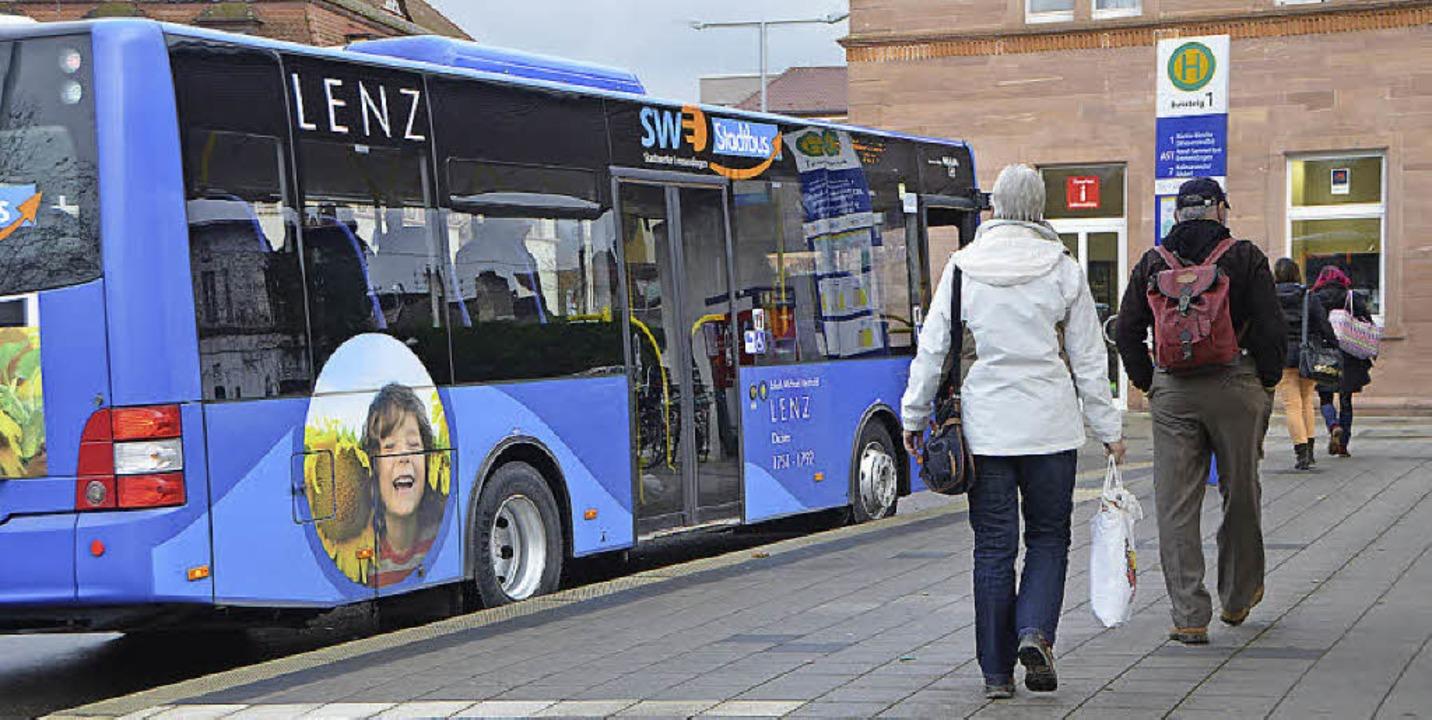 Der Stadtbus kommt an.    Foto: Gerhard Walser