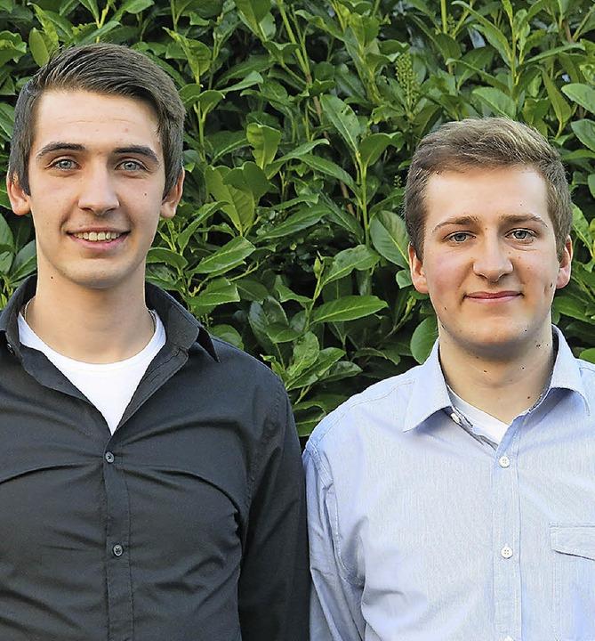Raphael Schwab (rechts) ist neuer Vors...in Stellvertreter heißt Denis Scholl.   | Foto: Müller