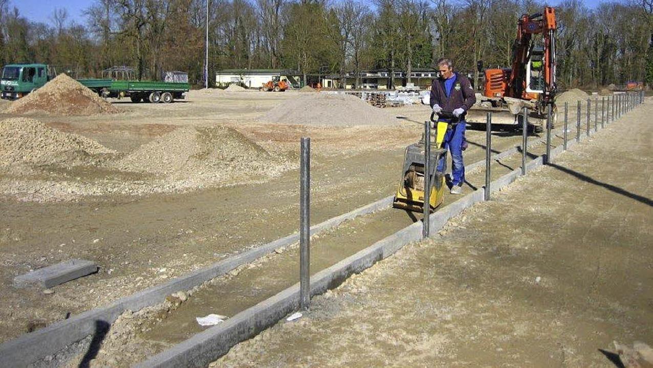 Im Rahmen der  Bauarbeiten am  geplant...am Sportplatz in Breisach gearbeitet.   | Foto: Privat
