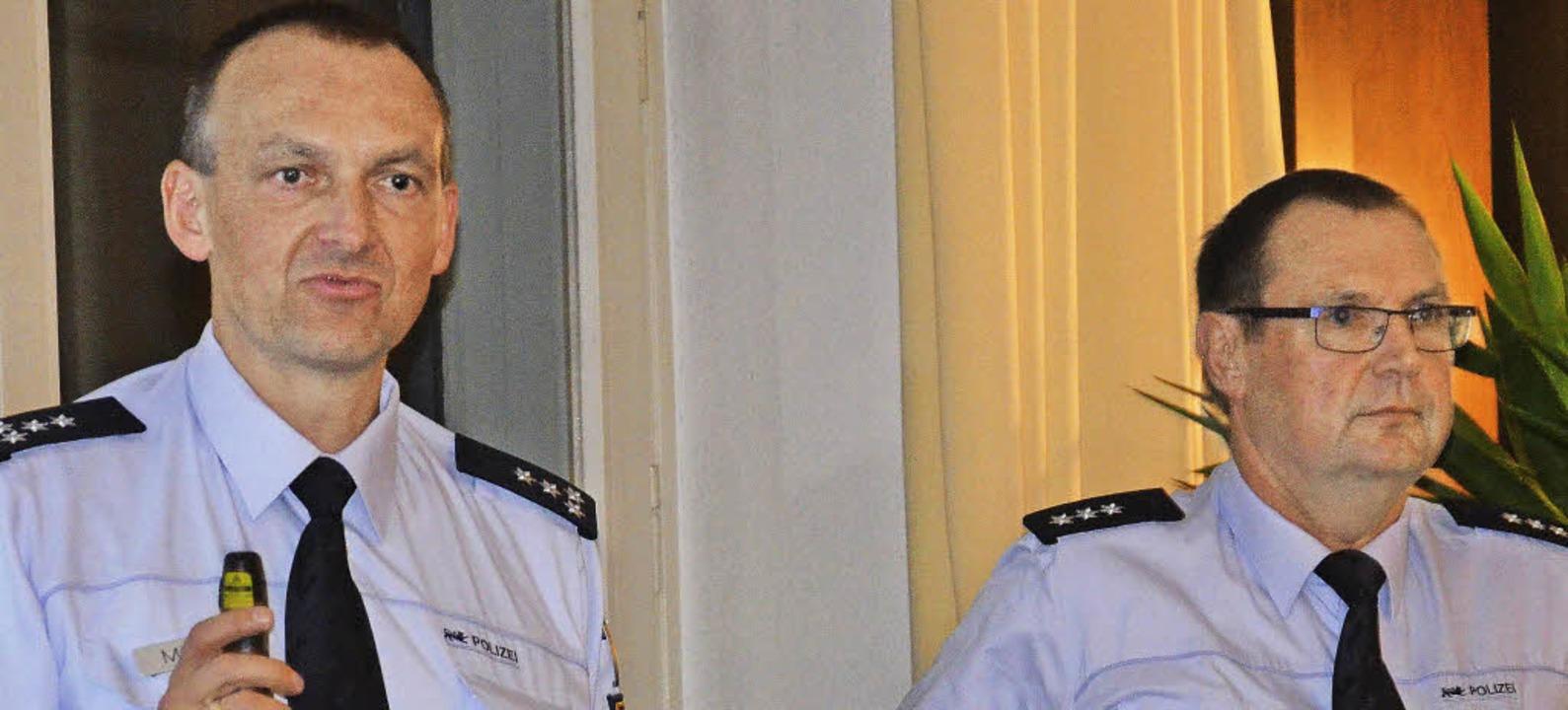 Polizeipostenleiter Peter Müller und P...in referierten  bei der IG  Budenfest.  | Foto: Marco Schopferer