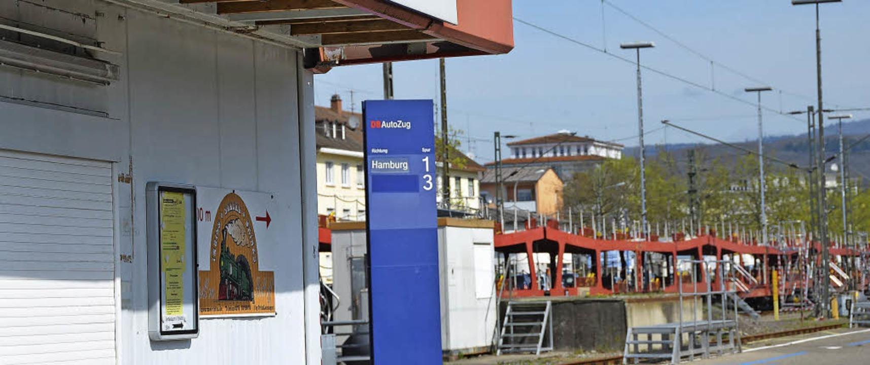 Güterbahnhof Lörrach: Wenn der Autozug... Standort eines citynahen Parkhauses.   | Foto: Sabine Ehrentreich