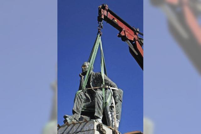 Warum die Südafrikaner erst jetzt ihre alten Denkmäler kippen
