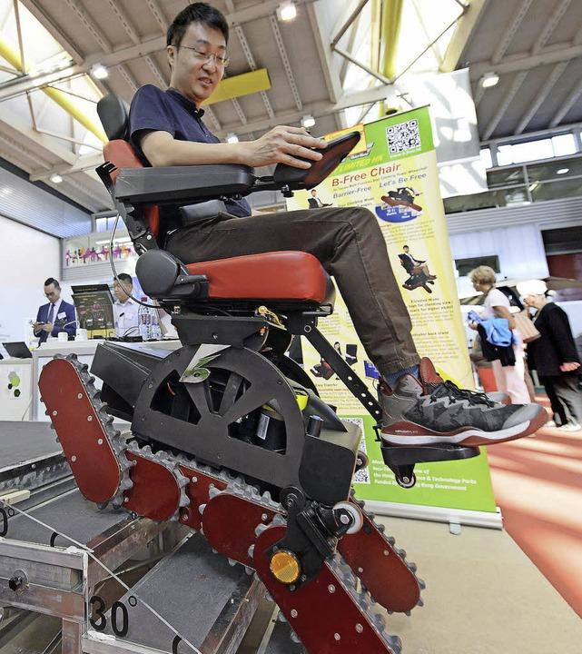 Kann man da noch von Rollstuhl spreche...fortbewegt  – auch Treppen hoch.    Foto: dpa
