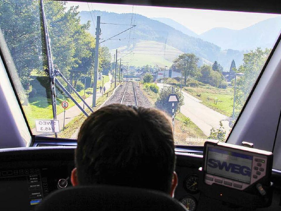 Der Triebwagen erfasste den Wagen auf der Strecke. (Archivbild)  | Foto: Alexander Huber