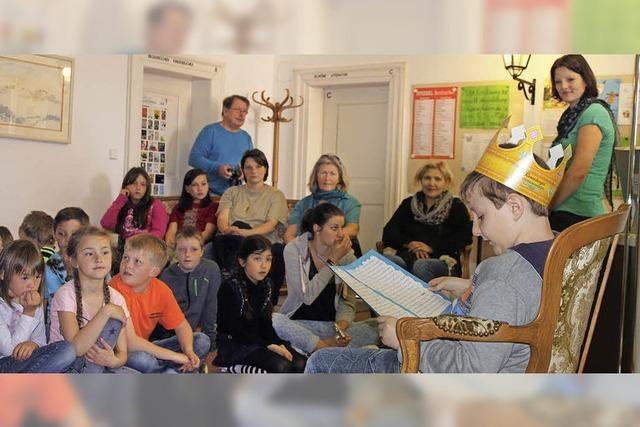 Schüler stellen eigene Märchen vor