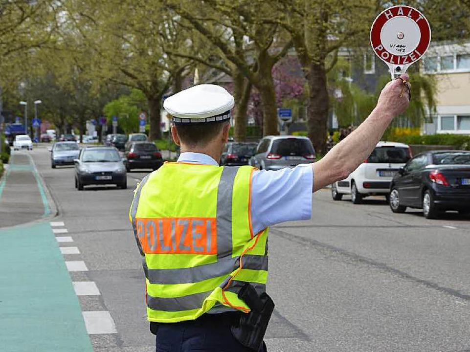 Halt – zu schnell. Die Beamten i...  trotz Ankündigung viele Temposünder.  | Foto: Helmut Seller