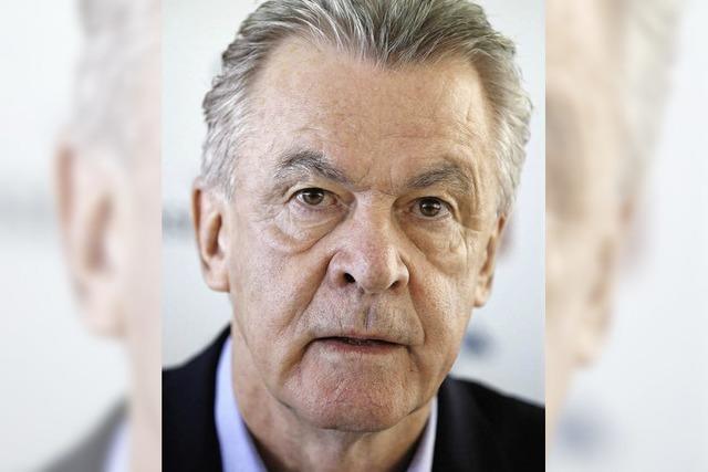 Ottmar Hitzfeld spricht mit Jugendlichen übers Thema