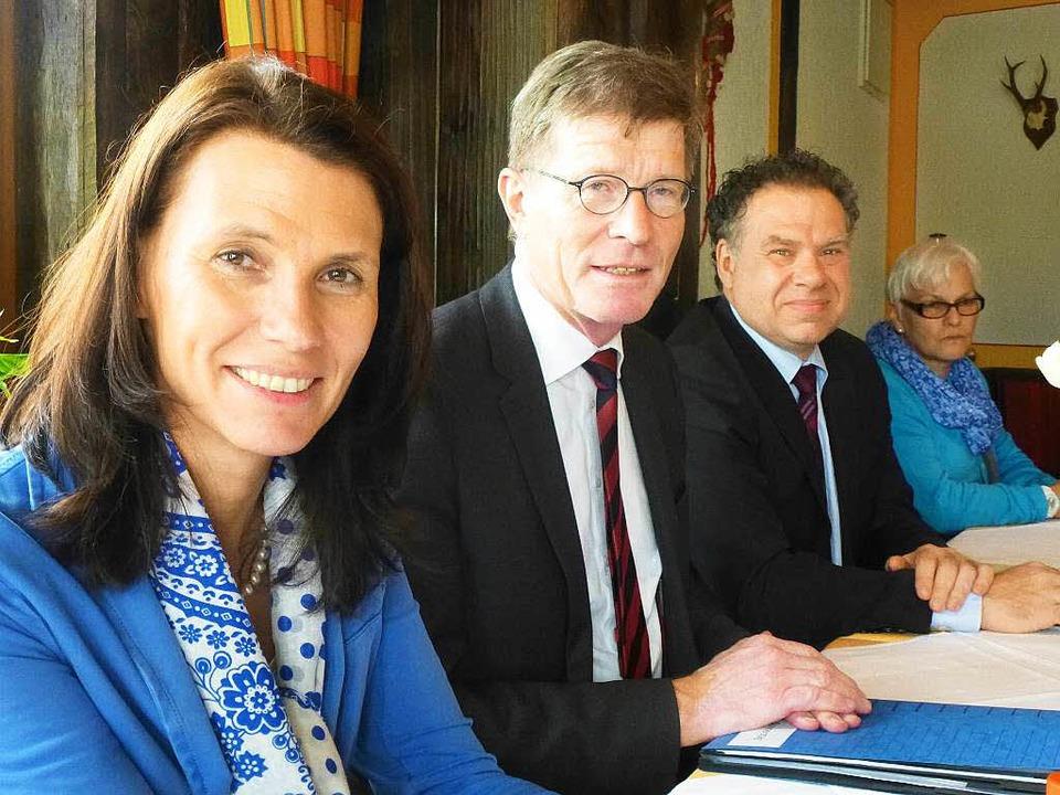 Rita Schwarzelühr-Sutter (vorn) war fr...stadts SPD-Vorsitzende Sandra Uecker.   | Foto: Peter Stellmach