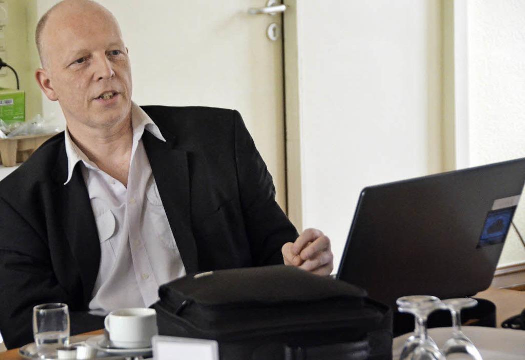 Rüdiger Lorenz von Freifunk erklärt den Vorteil des offenen WLAN.  | Foto: Ingrid Böhm-Jacob