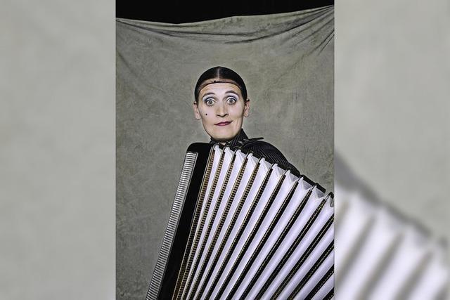 Camela de Feo spielt La Signora in Bleibach