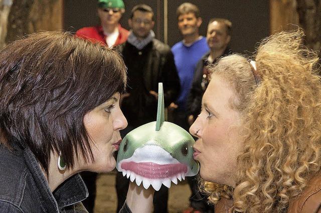 Few Ladies & The Sharp Shaved Sharks in Murg
