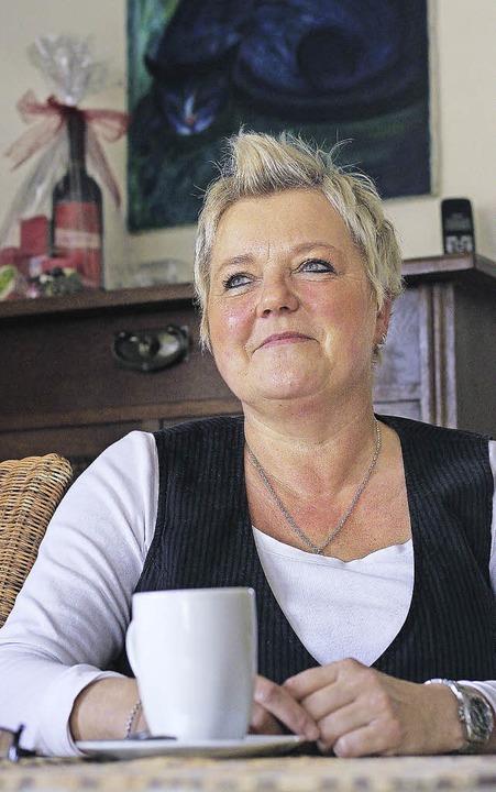 Ursula Schillmann in ihrer Wohnung in Kollnau.   | Foto: Patrik Müller/DPA