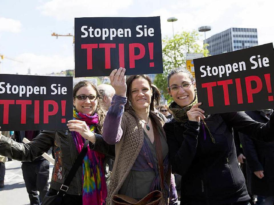 Demonstrantinnen in Stuttgart  | Foto: dpa