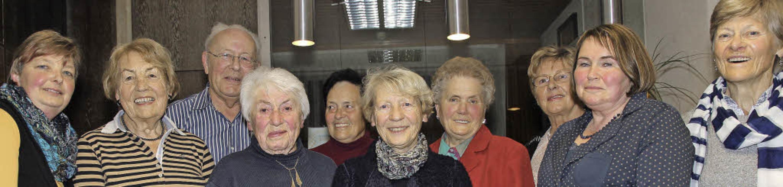 Treue langjährige Mitglieder des Kneip...ann, Anita Schuler und Margot Scherer.  | Foto: akh