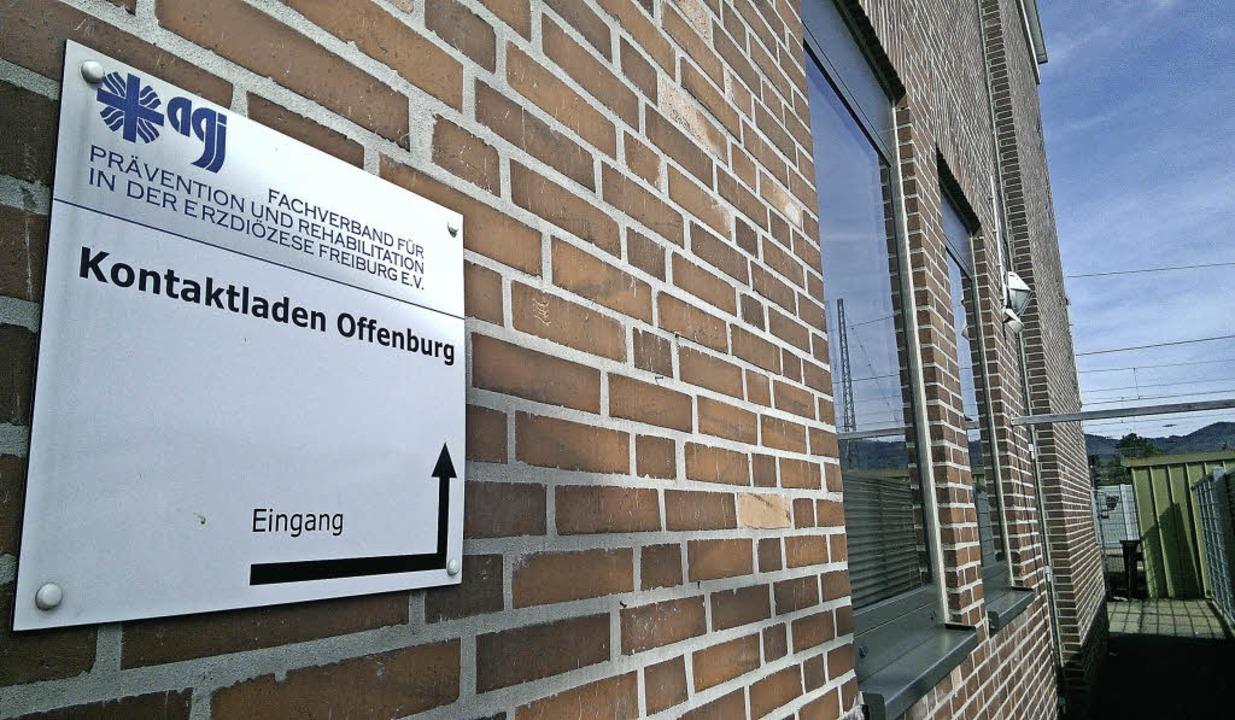 Etwas versteckt nördlich des Bahnhofs: der Kontaktladen Offenburg.  | Foto: Julia Trauden